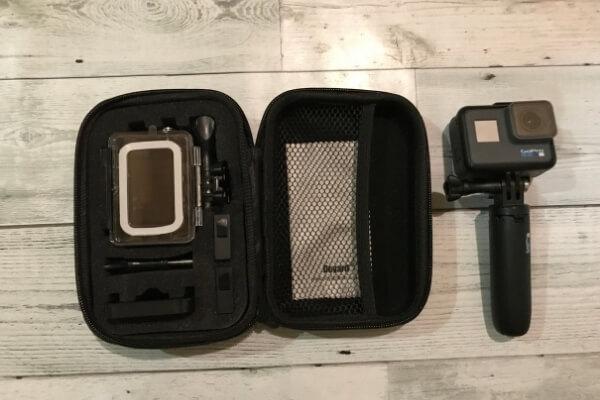 ケースを開いて、GoProとサイズ比較