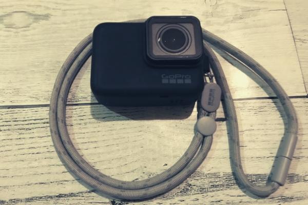 GoProにスリーブ+ランヤードを着用