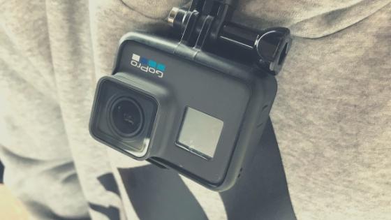 GoProをネックレス感覚「ネックマント」は街歩き撮影でめちゃくちゃ便利!