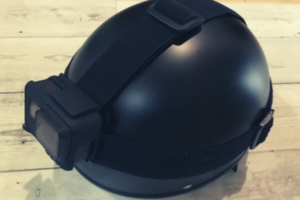 ヘルメットにヘッドストラップ