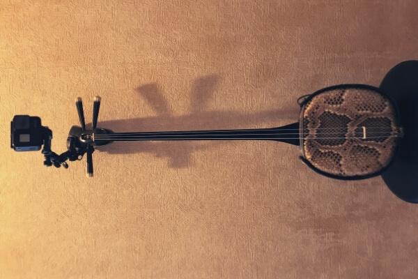 三線のヘッド(チラ)にも楽器マウントで装着可能