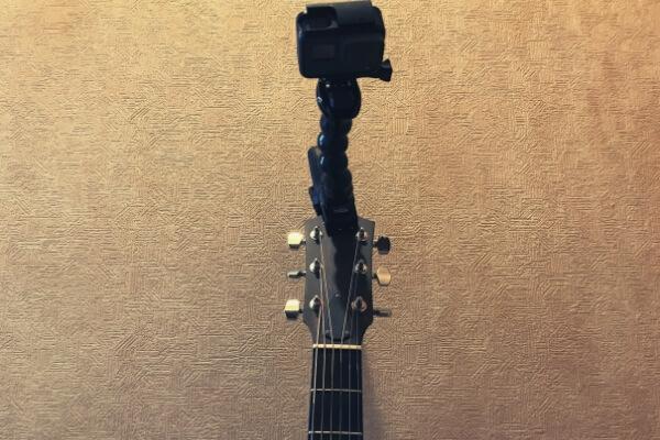 ギターのヘッドにジョーズをクランプ