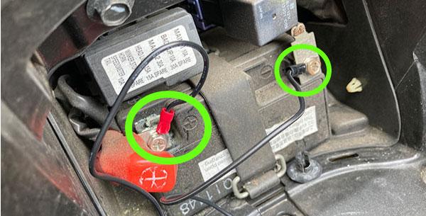 バッテリーに端子を配線